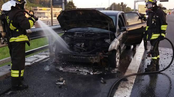 incendio auto su a9 autolaghi