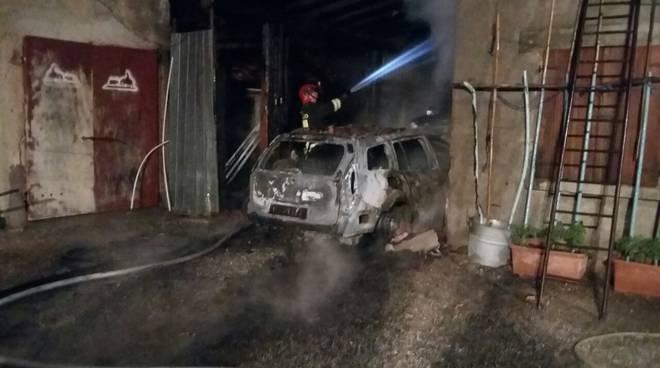 incendio doloso notte auto valmorea