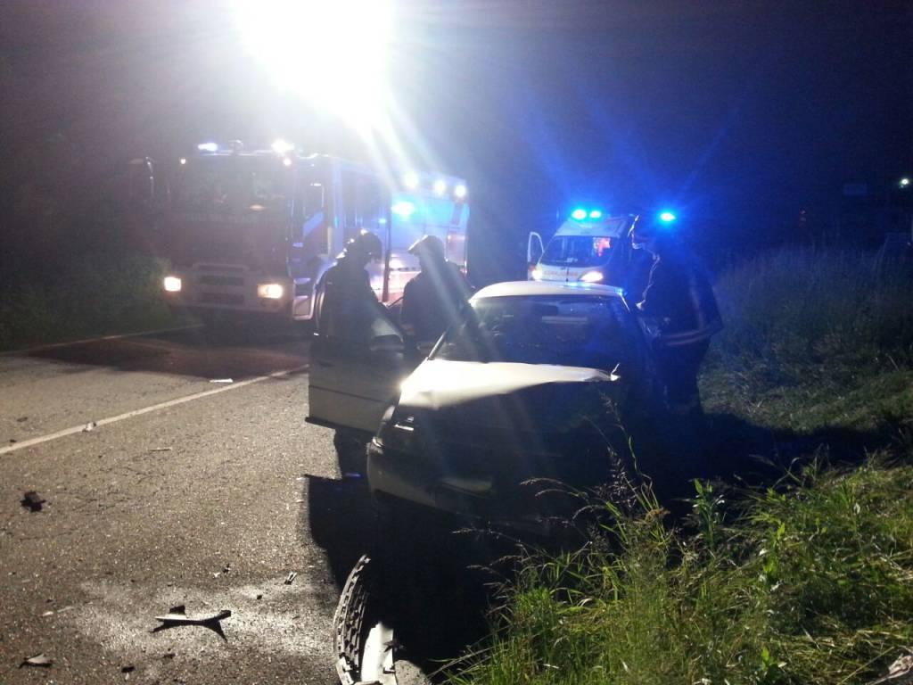 incidente notte fino mornasco: auto contro tir