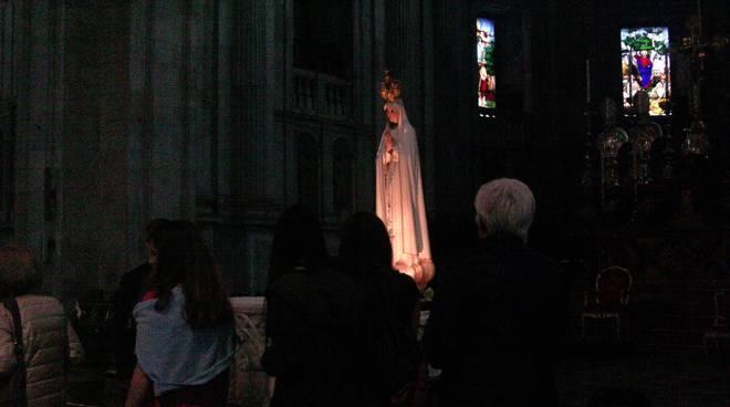statua madonna di fatima in duomo a como