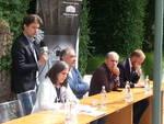 dibattito con candidati elezioni como villa grumello