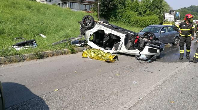 incidente mortale inverigo, auto si ribalta