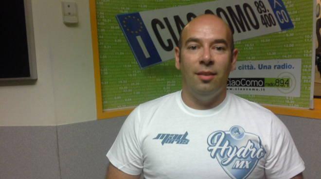 Luca Colombo a ciaocomo per tentativo record moto sul lago