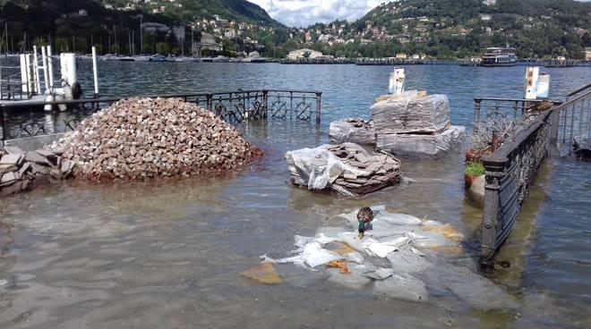 lungolago di como, acqua alta e lago sporco