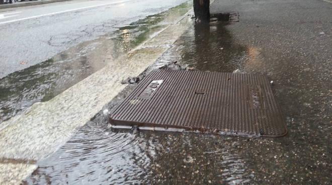 pioggia allagamenti e code strade di como