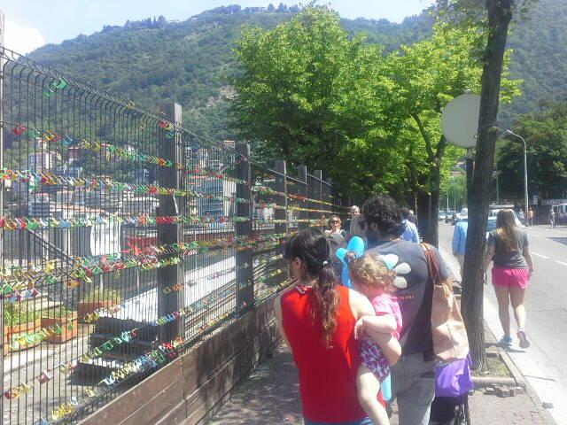 Tanti turisti ad ammirare il nuovo lungolago di Como