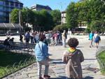 turisti in piazza cavour per esondazione lago