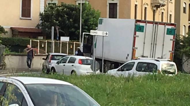 camion bloccato rotatoia viadotto dei lavatoi