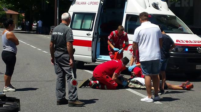 incidente albese via roma auto moto