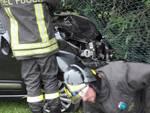 schianto auto - moto ad Albese, vettura nel fossato