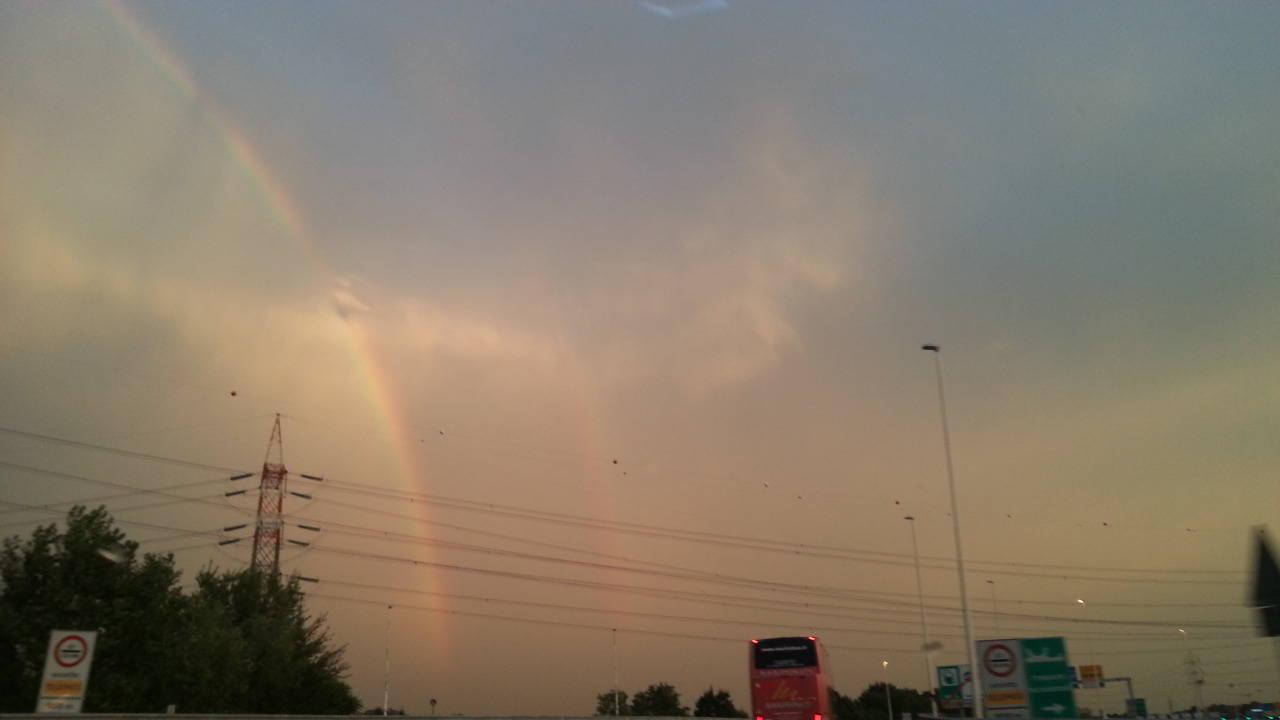 Spunta l'arcobaleno nel comasco dopo il diluvio: che bello