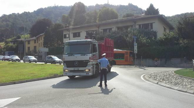 traffico in tilt al viadotto dei lavatoi per camion in panne