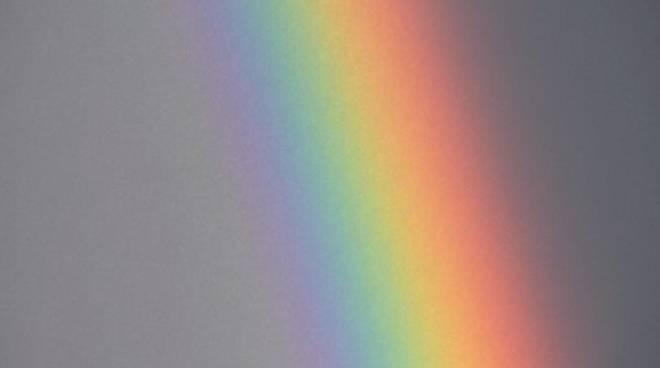 Un bellissimo arcobaleno nel cielo di Olgiate Comasco dopo la pioggia