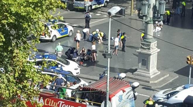 attentato ramblas barcellona oggi pomeriggio furgone