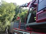 Bilico bloccato sui tornanti di Canzo: intervento dei pompieri