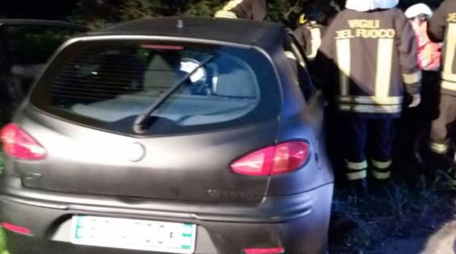 Frontale tra due auto ad Inverigo: che carambola
