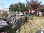 Incidente Alzate, fuori strada con l'auto e poi si ribalta
