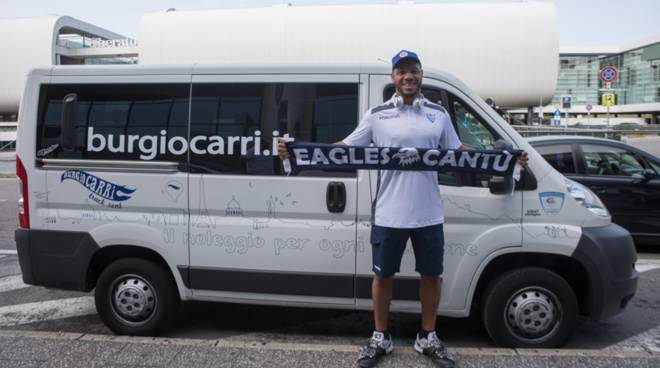 jeremy chappell pallacanestro cantù arrivo in aereoporto