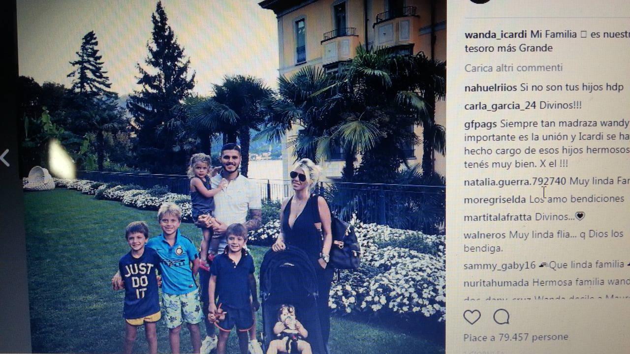 Mauro Icardi e Wanda Nara a Tremezzo con i cinque figli