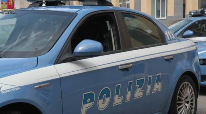 polizia di sondrio arresta spacciatore comasco, auto polizia