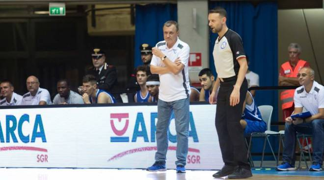 bolshakov in panchina pallacanestro cantù