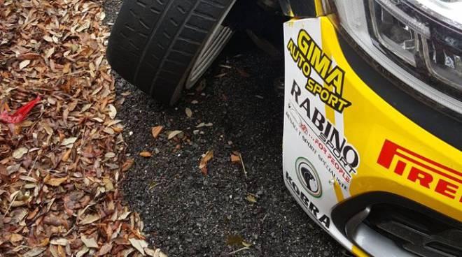 gilardoni rally di roma auto danneggiata e punto uscita strada