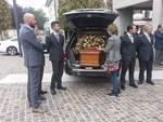 Il funerale di Antonio Spallino a Carimate: tanti ex colleghi del figlio LOrenzo
