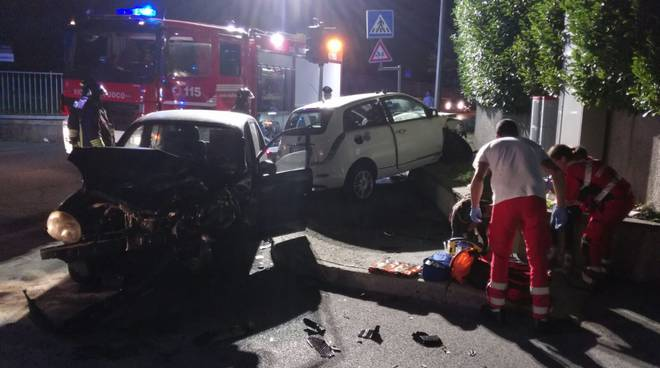 incidente auto tavernerio, scontro incrocio