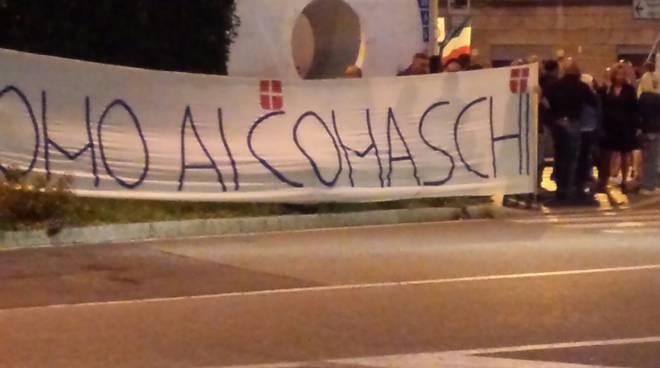 presidio piazza san rocco contro i migranti di como