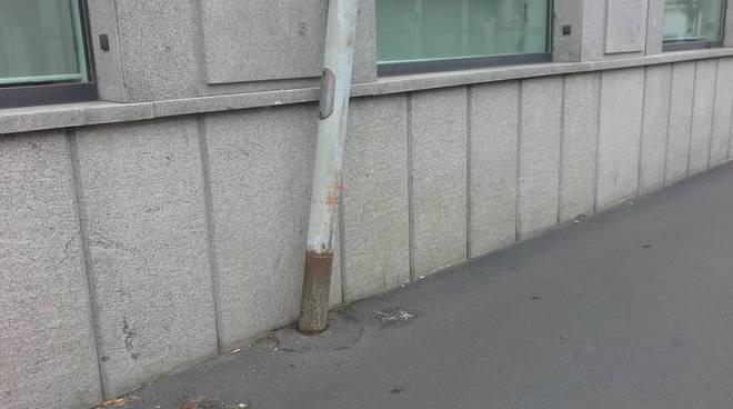 rimossa bici vandalizzata via rubini como