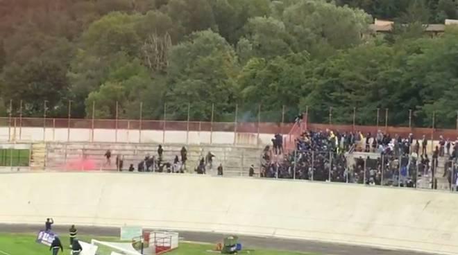 scontri tifosi a varese derby varese como calcio