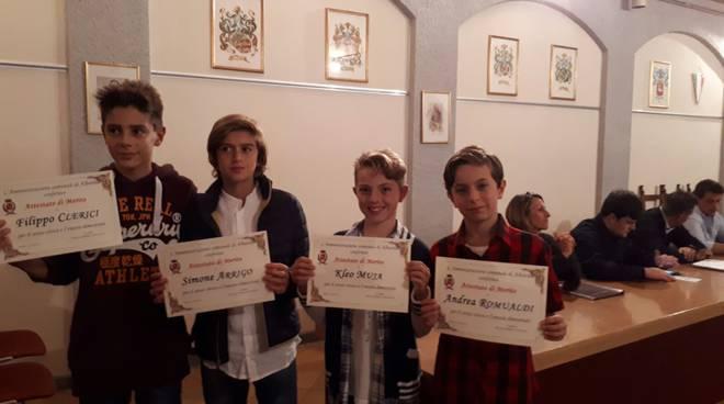 sindaco di albavilla premia i ragazzi della seconda d di albavilla