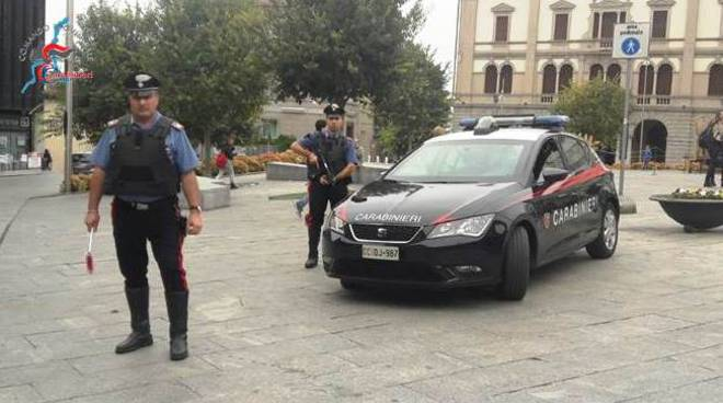 carabinieri in centro cantù, piazza garibaldi