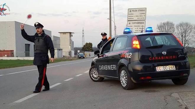 carabinieri lomazzo posto di blocco per strada