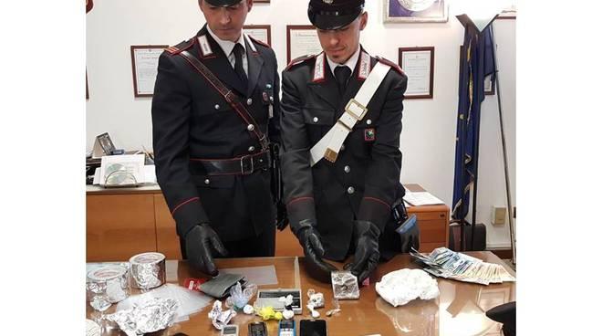 carabinieri mariano recuperano droga a casa di un 40enne