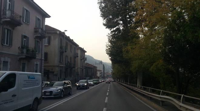 Coda sulla napoleona traffico bloccato como
