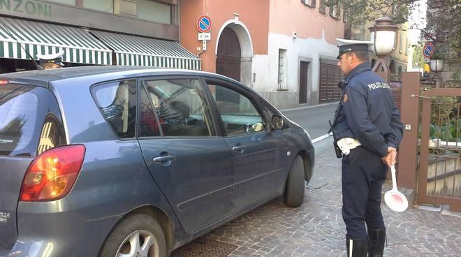 controlli polizia locale cantù blocco traffico