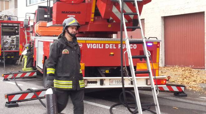 Incendio in via per San Fermo: le forze dell'ordine in posto