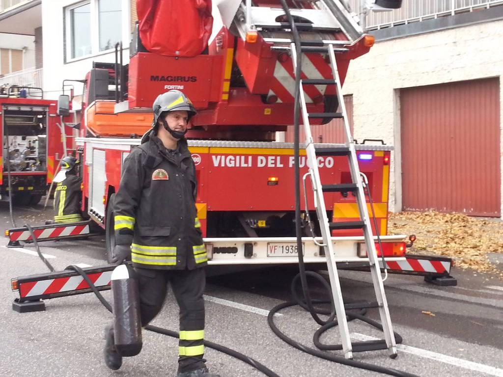 Pompieri subito in via per san fermo nell 39 appartamento for Via san fermo milano