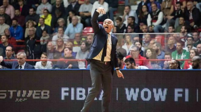 marco sodini coach di cantù a varese derby masnago