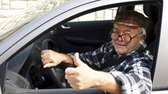 novantenni al volante