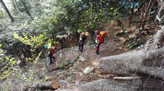 soccorso alpino recupero corpo escursionista a brienno