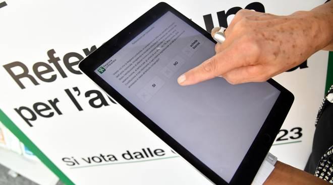 tablet per voto elettronico referendum autonomia