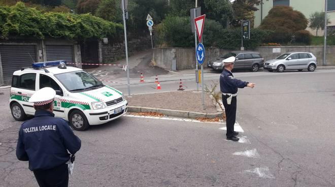 via per san fermo traffico bloccato da polizia locale