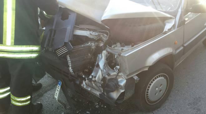 camion perde lo stabilizzatore strada per vercana, danni alla panda in arrivo