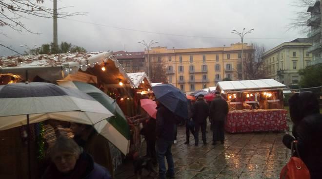 città dei balocchi prima giornata pioggia mercatino e pista chiusa