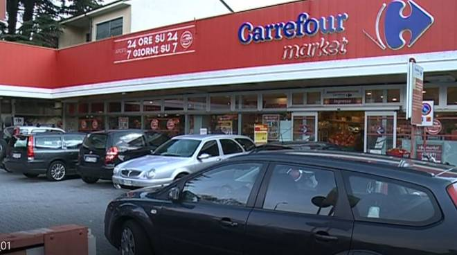 Dondolo Da Giardino Carrefour.Un Week End In Carcere Per Le Minacce Ai Vigilante Del