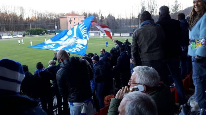 il Como vince a Gozzano: tifosi entusiasti