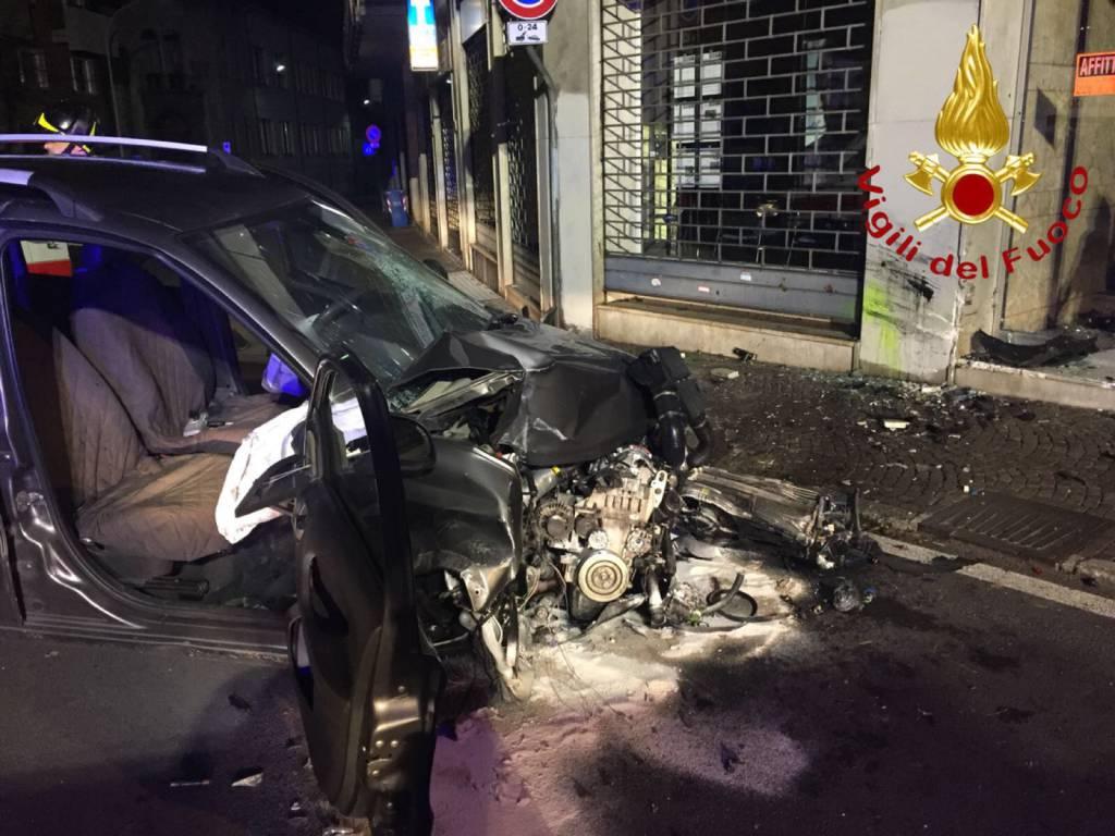 incidente como piazzale Gerbetto, auto contro muro