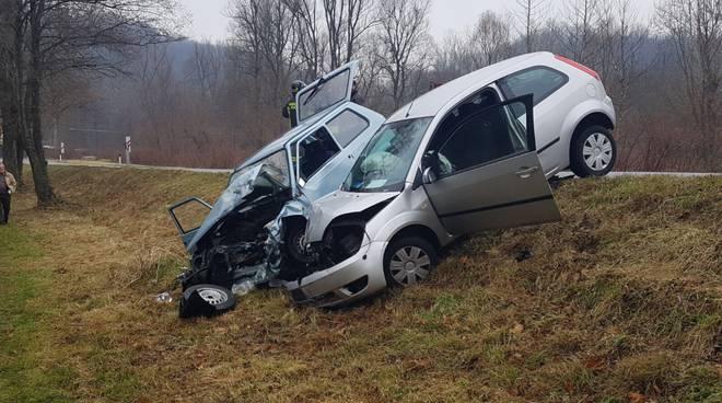 incidente rodero, auto fuori strada dopo scontro
